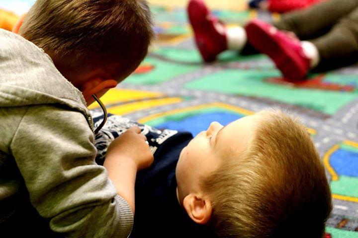 Pierwsza pomoc. Co zrobić, gdy dziecko straci przytomność?