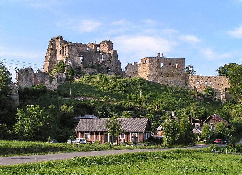 """Ruiny zamku """"Kamieniec"""" w Korczynie-Odrzykoniu. Aleksander Fredro właścicielem zamku odrzykońskiego."""
