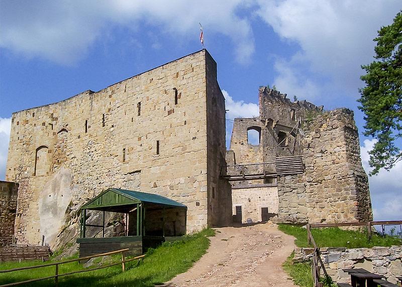 """Ruiny zamku """"Kamieniec"""" w Korczynie-Odrzykoniu. Zamek Średni"""
