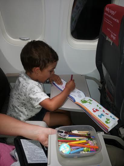 Dziecko w samolocie (fot.Torbacze)