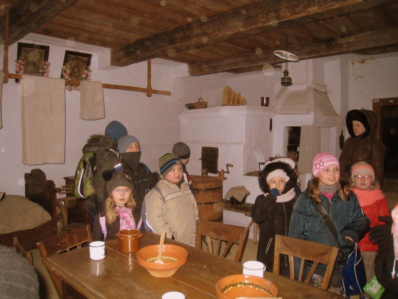 Dzieci z Budziwoja na wycieczce w skansenie w Kolbuszowej