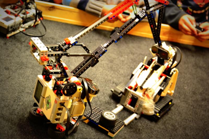 Podnieś, przesuń, posprzataj - małe roboty budowlane z klocków Lego