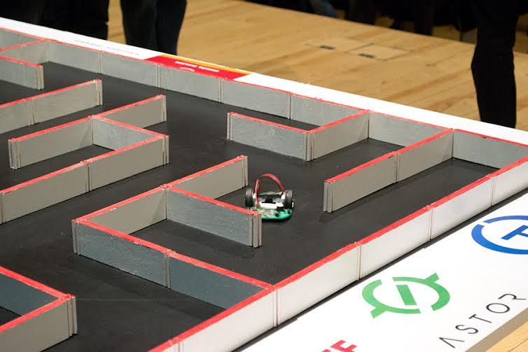 Robot-Mysz w labiryncie na zawodach ROBO~motion