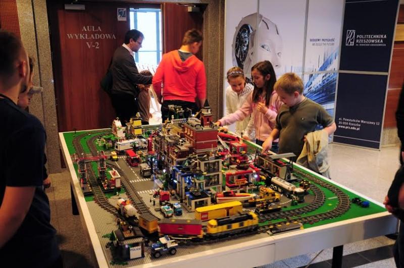 Warsztaty dla dzieci na zawodach ROBO~motion