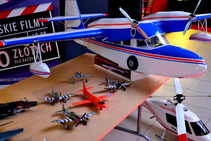 Wystawa modeli samolotów