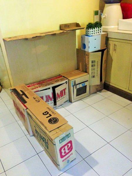 Kuchnia z kartonowych pudeł
