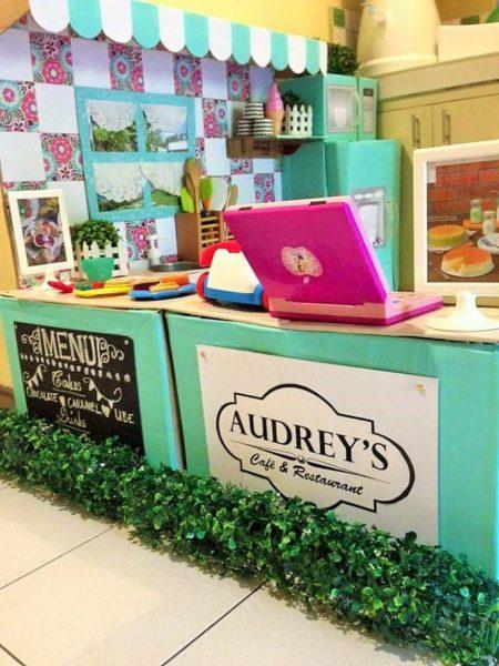 """Opisy - menu i nazwa restauracji """"U Audrey"""""""