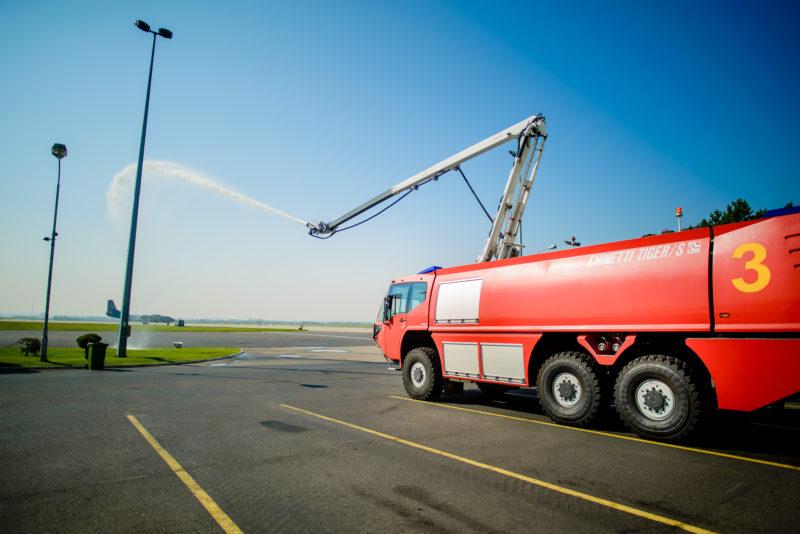 Lotniskowy wóz strażacki