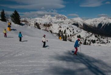 Sporty zimowe dla dzieci. Co wybrać: narty czy snowboard?