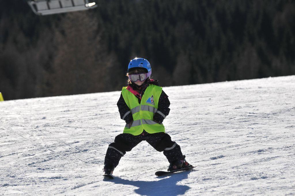 Dziecko na nartach i snowboardzie. Kiedy i jak rozpocząć naukę?