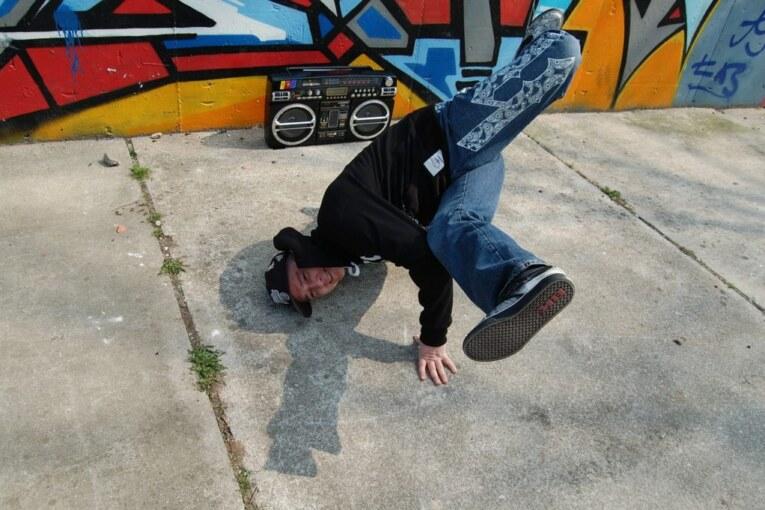 Breakdance. Czy taneczne akrobacje są dla dzieci?
